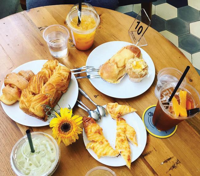 Không gian thoải mái, thức uống đa dạng là những gì thu hút mọi người đến với Bonpas Bakery & Coffee