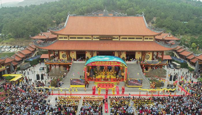 Thời điểm lý tưởng để đi chùa Ba Vàng Quảng Ninh