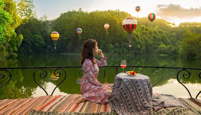 Lãng mạng bên nhau với bàn tiệc view hồ