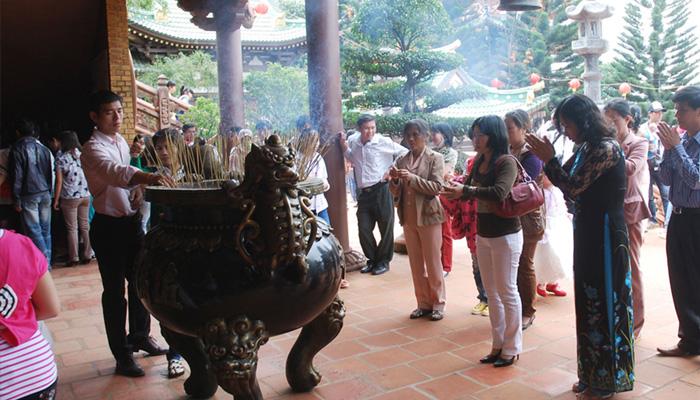 Ăn mặc lịch sự khi đến chùa