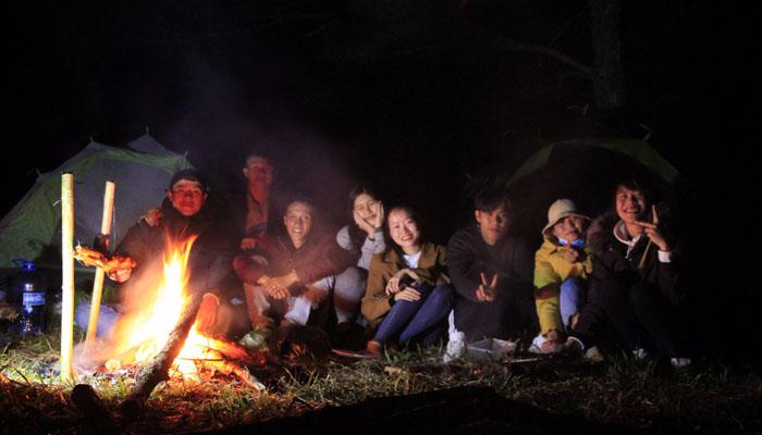 Đoàn cắm trại qua đêm