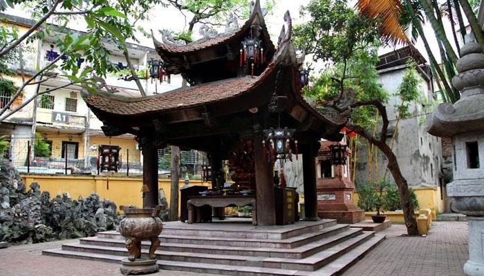 chùa Phúc Khánh còn nổi tiếng linh thiêng trong việc cầu tài danh, tình duyên