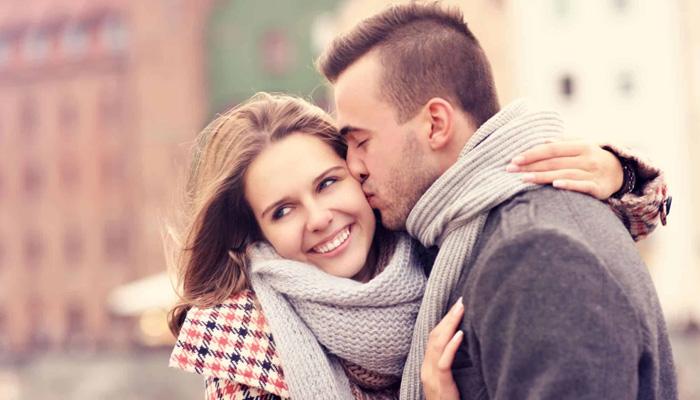 Các cặp đôi thể hiện tình yêu thông qua ngày Lễ Tình Nhân