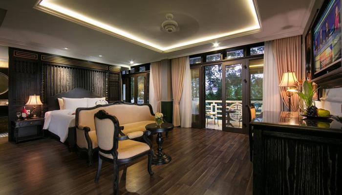 Phòng trang trí đẹp, sàn gỗ sang trọng và ấm áp