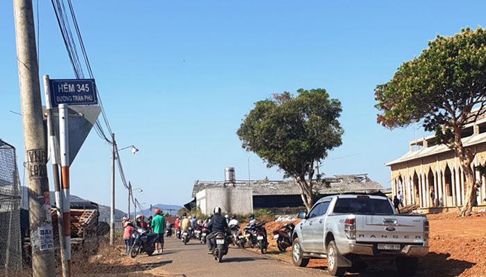 Hẻm 345 (đường Trần Phú, Lộc Sơn, Bảo Lộc) nơi người dân địa phương phát hiện thi thể cháy đen
