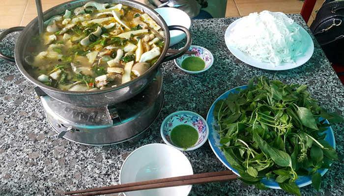 Lẩu gà lá é 668 – 2B Chu Văn An