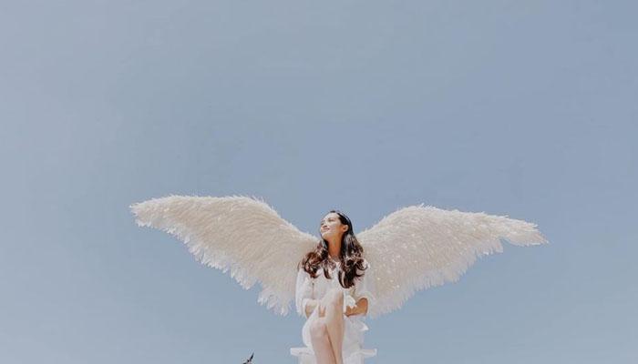 Hóa thành thiên thần giữa không gian bao la