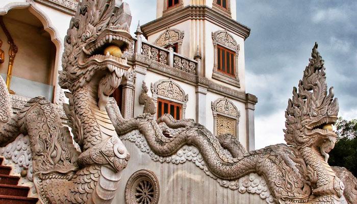 Nét chạm trổ rất sống động của ngôi chùa Thái Lan ở Sài Gòn