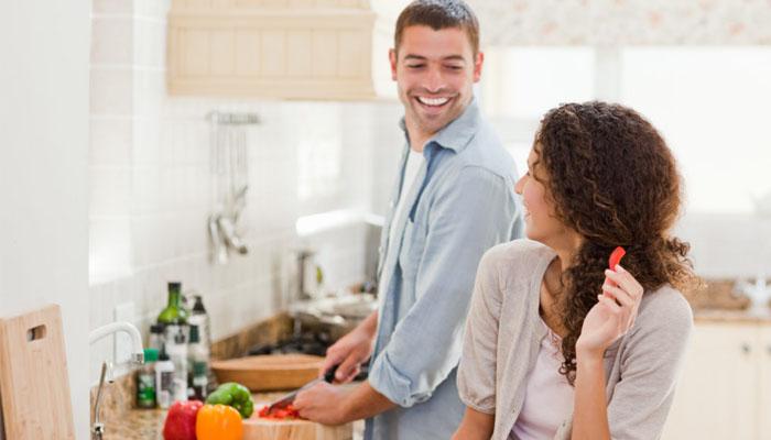 Bạn nấu những món ăn mà cô ấy thích, chỉ đơn giản thế thôi cũng làm cô ấy hạnh phúc nhất rồi