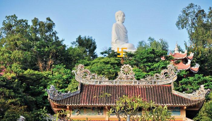 tham quan Chùa Long Sơn