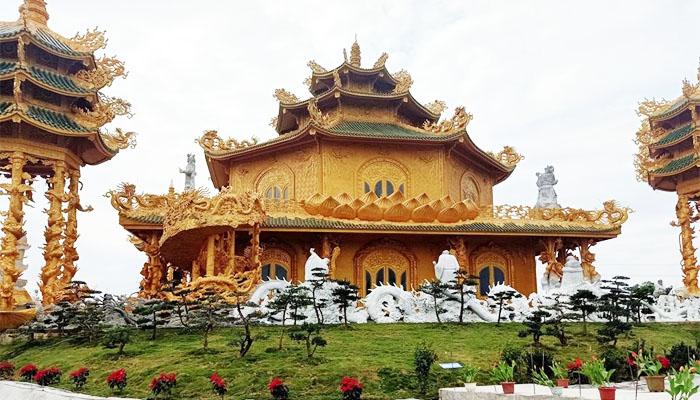 Chùa Phúc Lâm Yên nổi tiếng với kiểu thiết kế độc đáo và tinh xảo