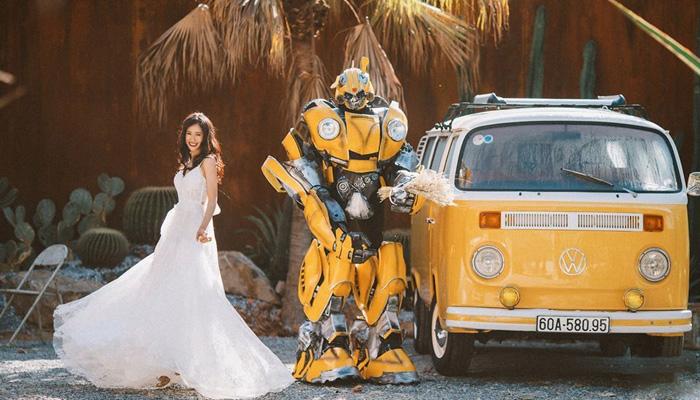 Mô hình chú robot màu vàng