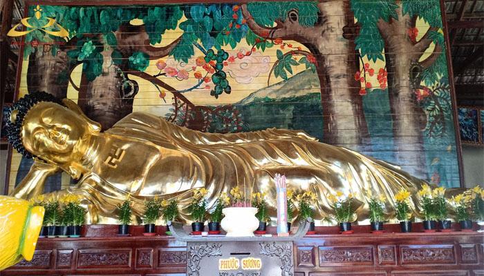 tượng phật nhập niết bàn bằng đồng lớn nhất Việt Nam.