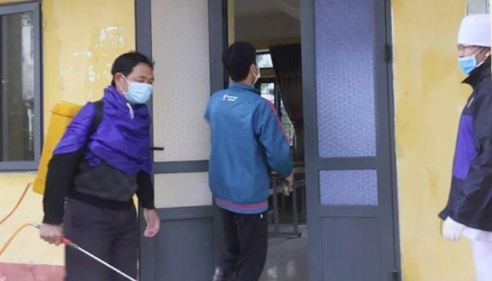 Theo số liệu của Sở, những học sinh đang được các trường kết hợp với sở y tế theo dõi sức khỏe bao gồm 38 em học sinh có biểu hiện sốt, ho, khó thở