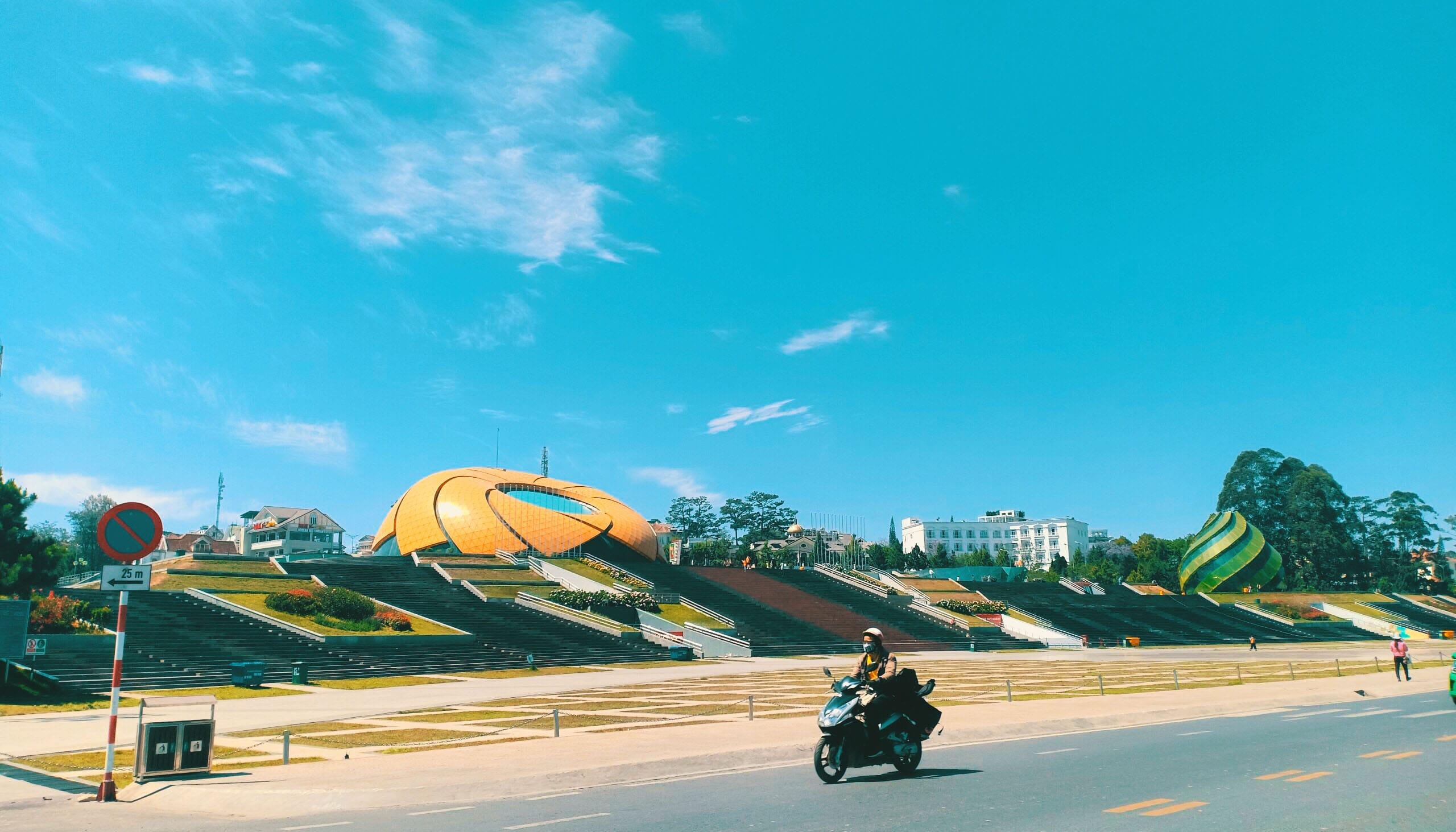 Quảng trường Lâm Viên - Vắng khách mùa dịch