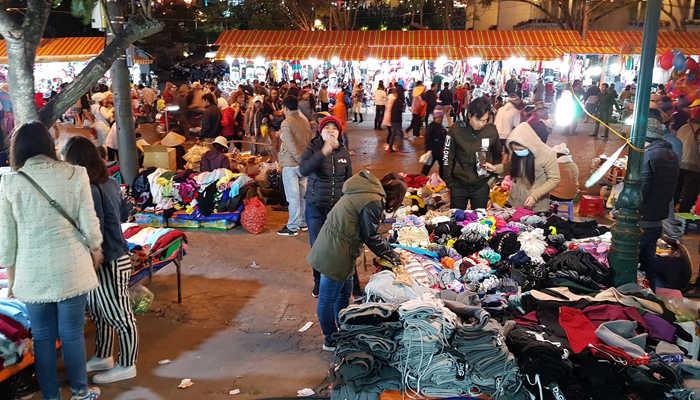 chợ đêm lúc nào cũng đông đúc