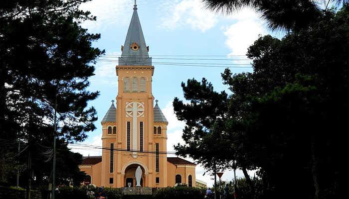 Nhà thờ con gà- du lịch Đà Lạta