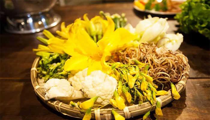Món lẩu hoa Đà Lạt là sự kết hợp của mười loại rau khác nhau
