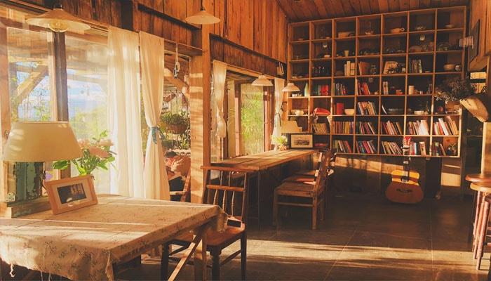 Bạn có cả góc trời sách - Chênh Cafe