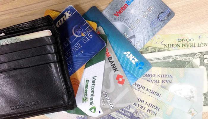 Tiền và thẻ ATM rất quan trọng trong các chuyến đi