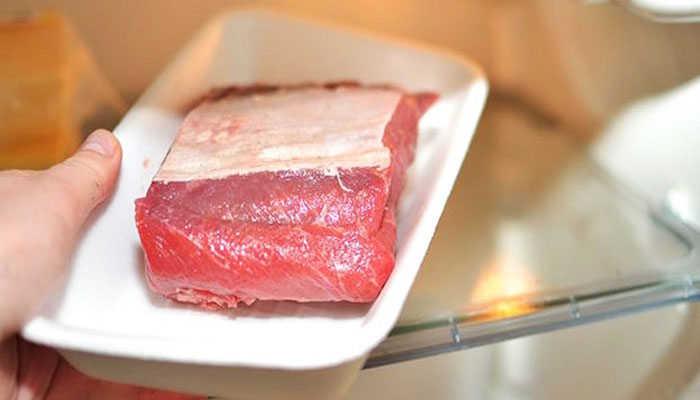 Cách rã đông thịt heo đúng cách