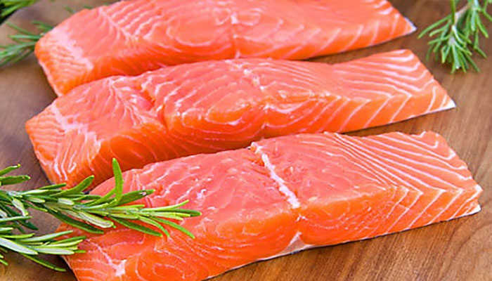 Phòng dịch covid 19 với món cá hồi áp chảo đơn giản