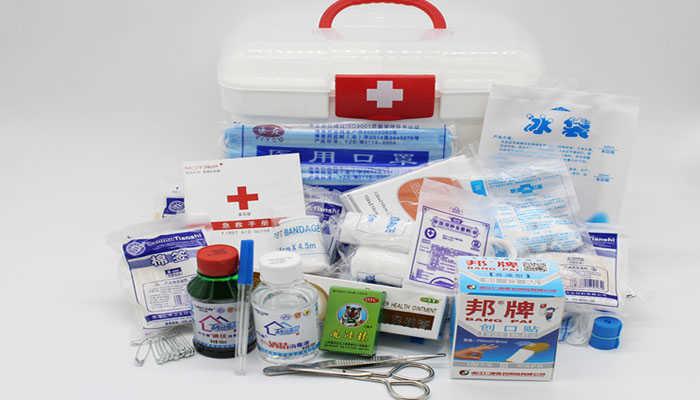 Bộ sơ cứu trong tủ thuốc gia đình